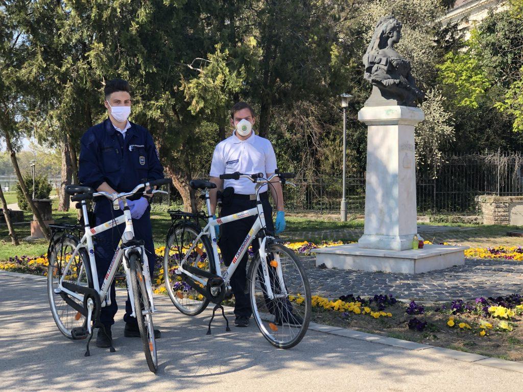 Szutor Bendegúz és Takács Balázs kerákpáros szolgálatellátás közben