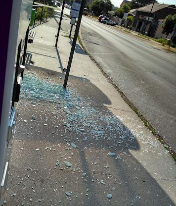 Buszmegállót rongáltak